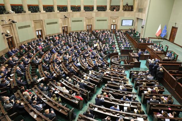 Uchwalenie nowelizacji ws. waloryzacji emerytur i rent nie zapewni emerytom i rencistom godnych warunków i bezpiecznej starości, mimo to Lewica zagłosuje za nią - mówiła w czwartek w Sejmie Magdalena Biejat (Lewica) podczas drugiego czytania projektu.