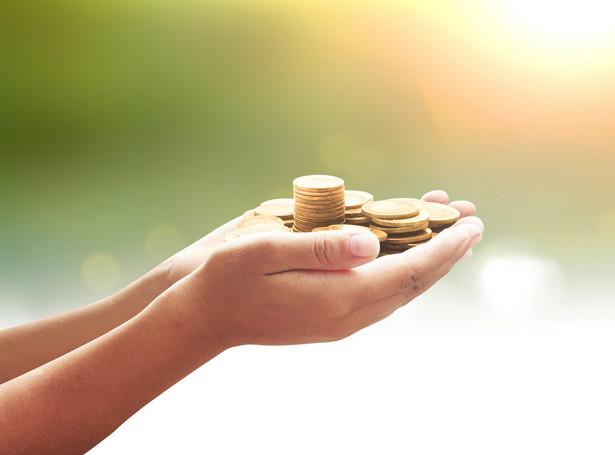 Darowizna pieniężna przekazywana w ramach najbliższej rodziny jest zwolniona z podatku od spadków i darowizn