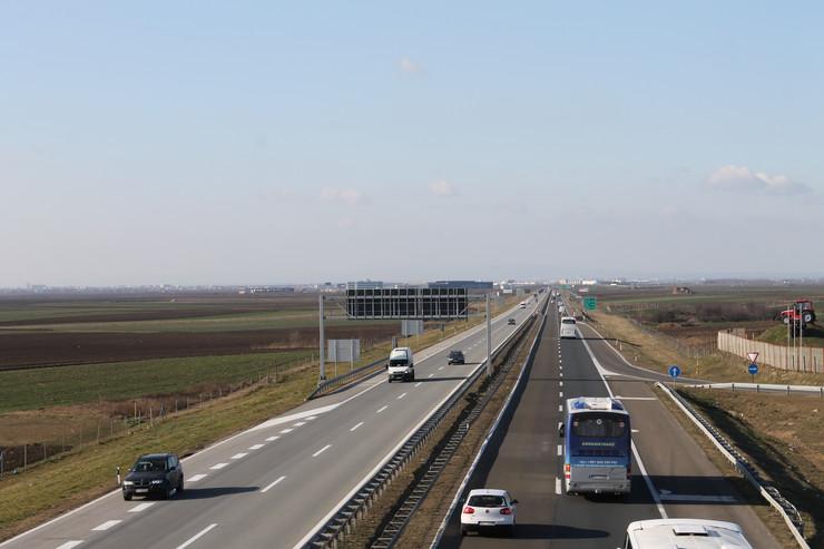 Pogled sa autoputa E 75 ka centralnoj staropazovackoj industrijskoj zoni