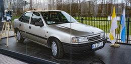 Opel przed kościołem w Radzyminie. To.. relikwia!