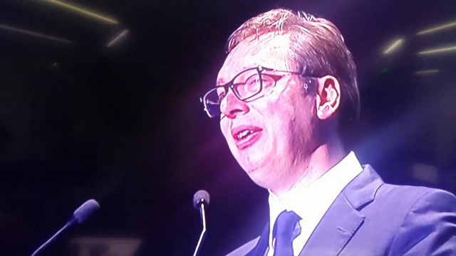 Aleksandar Vučić suznih očiju