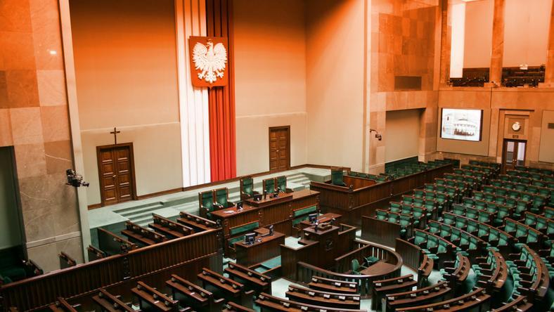 Rząd przyjął projekt o nowelizacji ustawy o KSSiP