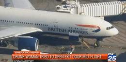 Pijana Polka otwierała drzwi w samolocie!