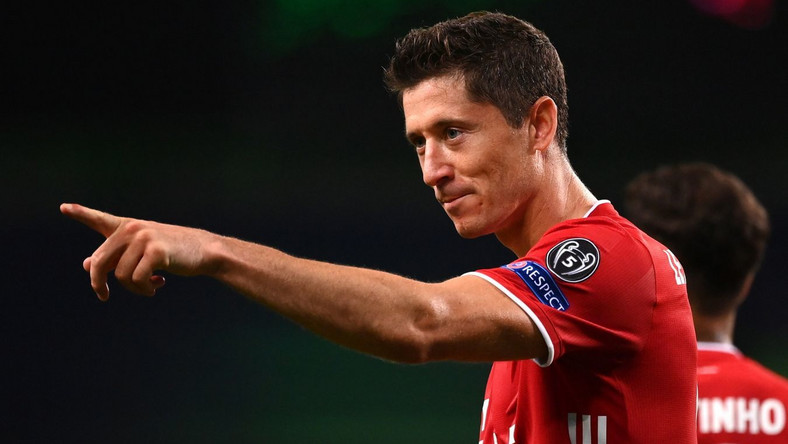 epa08613532 Robert Lewandowski of Bayern Munich celebrates scoring the 3-0 lead during the UEFA Champions League semi final match between Olympique Lyon and Bayern Munich in Lisbon, Portugal, 19 August 2020. EPA/Franck Fife / POOL Dostawca: PAP/EPA.