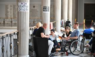 Nie odbieramy prawa do protestu. Trzeba iść w stronę zwiększenia dostępności usług rehabilitacyjnych [WYWIAD]