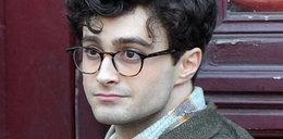 Radcliffe z nową fryzurą, znów w okularach