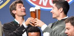 Lewandowski na piwku z kolegami ZDJĘCIA