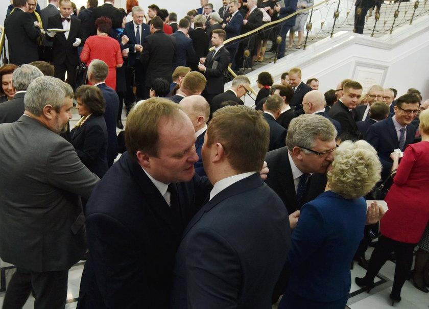 Posłowie podzielili się w Sejmie opłatkiem