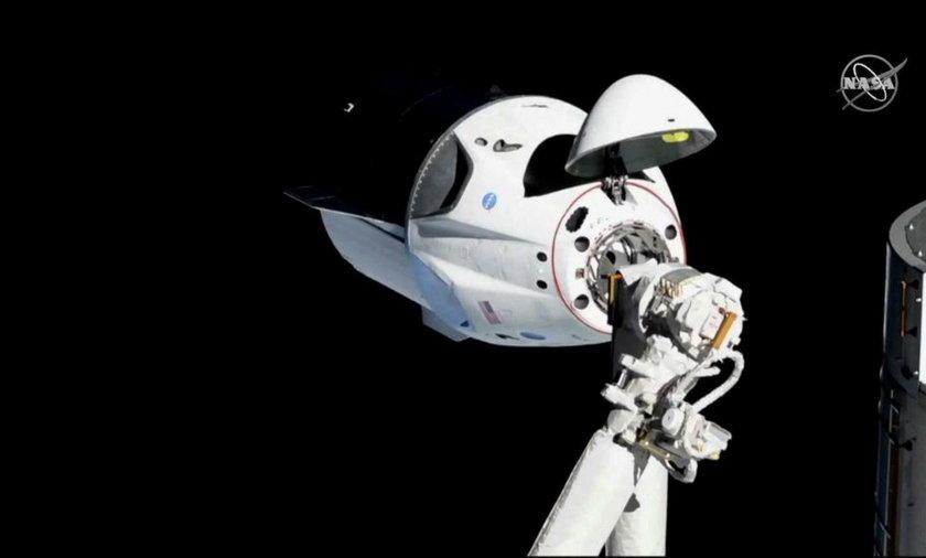 Dokowanie ze stacją kosmiczną zakończyło się sukcesem