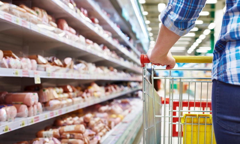 sklep supermarket zakupy koszyk kobieta żywność