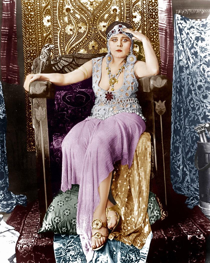 """Była pierwszą boginią seksu w Hollywood. Została """"wampirzycą"""""""
