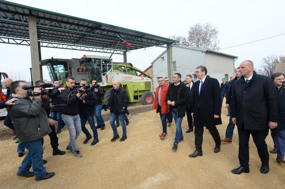 Predsednik u poseti gazdinstvu Maksimović