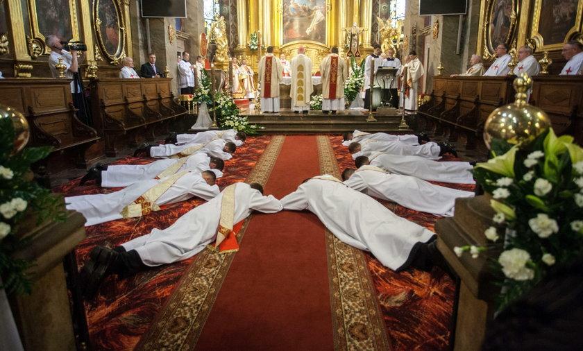 W Polsce mamy 334 nowych księży