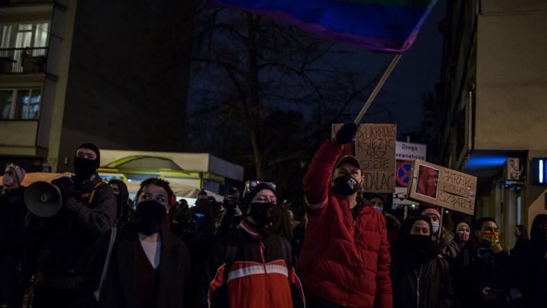 Protest pod komisariatem policji