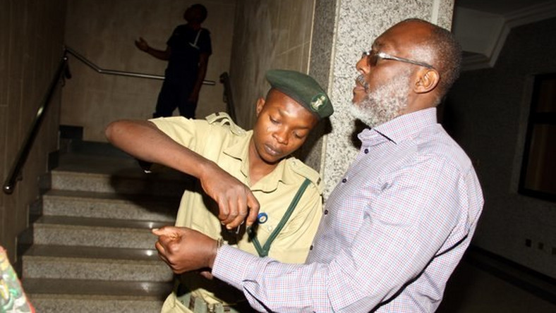 Olisa Metuh appears in an Abuja court in handcuffs on January 25, 2016 (SaharaReporters)