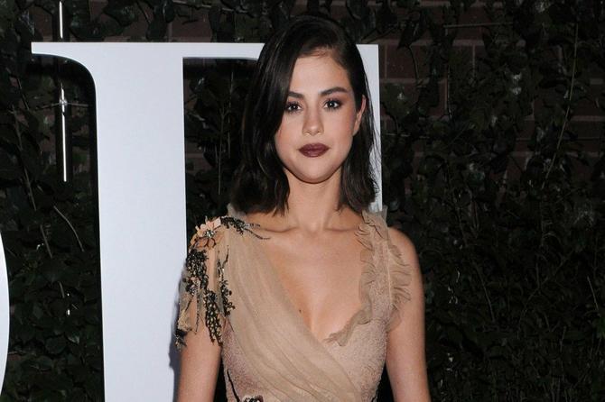 Selena Gomez je ovako izgledala kao crnka