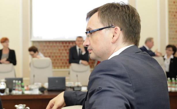 """""""Jesteśmy za Unią Europejską, która będzie nas szanować. Dlatego nie wahamy się protestować przeciwko działaniom UE niezgodnym z naszymi interesami"""" - powiedział Ziobro."""