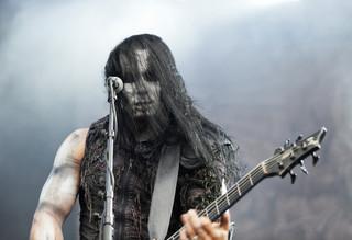 Trzy osoby, w tym lider grupy Behemoth, oskarżone o znieważenie polskiego godła
