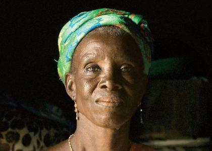 Zdjęcia całkiem czarnej kobiety