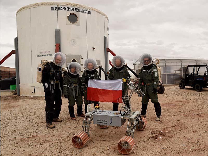Habitat to zespół kilku niewielkich pawilonów. Polscy analogowi astronauci planują już pierwszą misję, w której będą mieszkać i pracować w kontenerach zabudowanych na dwóch ciężarówkach.