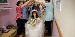 Niezwykły prezent dla chorej na raka 36-latki. Przyjaciele zorganizowali jej ślub