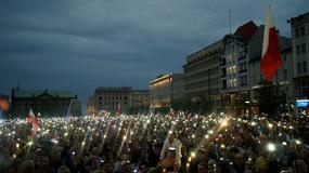 Łańcuch światła stworzony przez manifestantów został zauważony przez pilota. Jaka była jego reakcja?