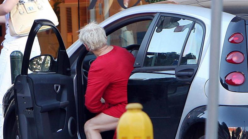 Po wypiciu wina aktorka siada za kierownicę