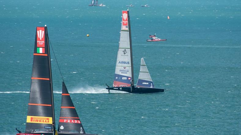Luna Rossa Prada Pirelli i Emirates Team New Zealand