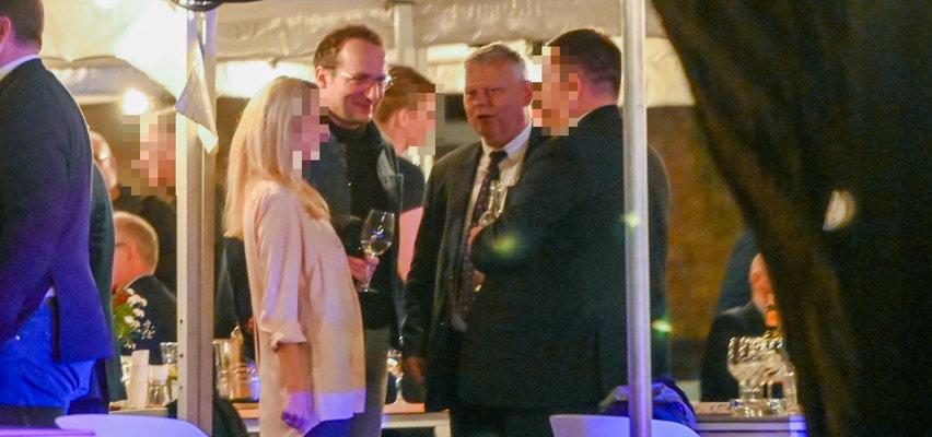 Robert Górski tłumaczy się ze spotkania z Suskim na imprezie Mazurka. Kabareciarz mierzy się z hejtem