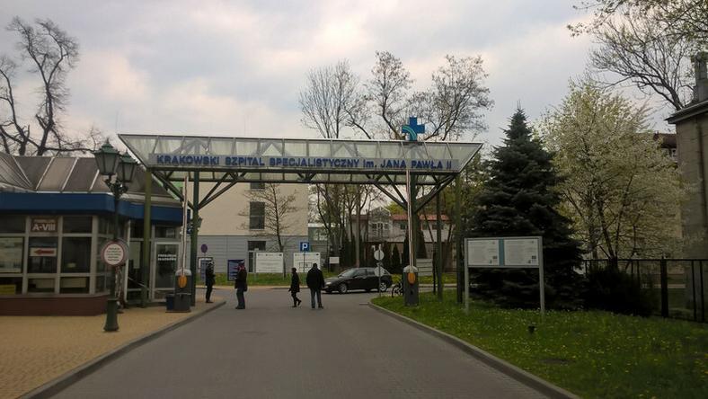 Wjazd do szpitala Jana Pawła II