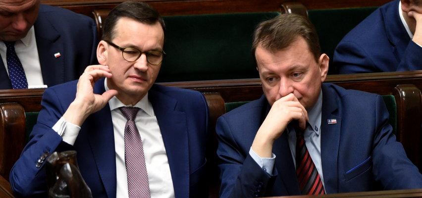 Kolejny wyciek w aferze mailowej. Premier Morawiecki prosił o to ministra Błaszczaka. Skutecznie