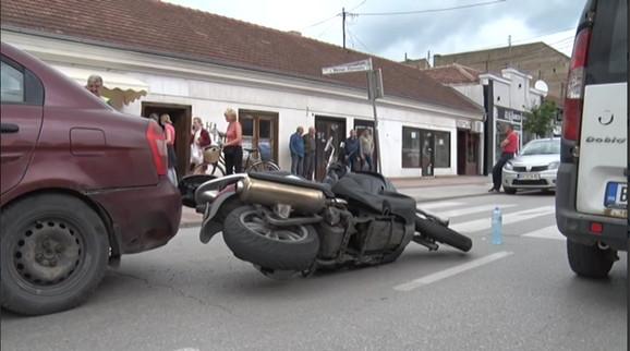 Motor nasred ulice