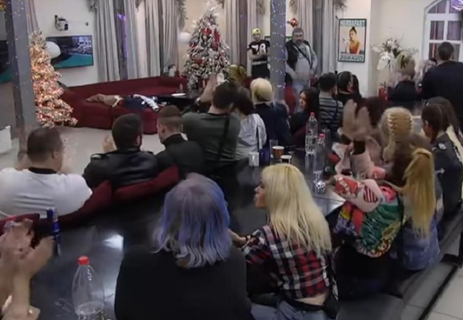 Zadrugari aplaudiraju Mini Vrbaški