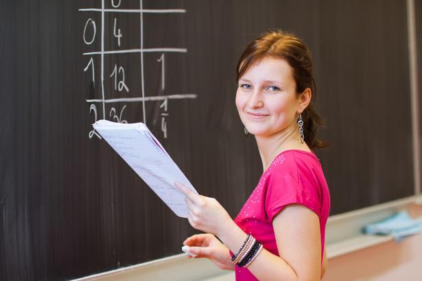 Po wakacjach najniższa średnia płaca nauczyciela wyniesie 2,7 tys. zł, a najwyższa 5 tys. zł