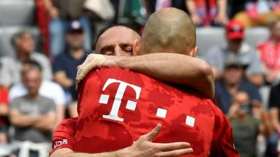 Bayern bid farewell to benched Robben and Ribery