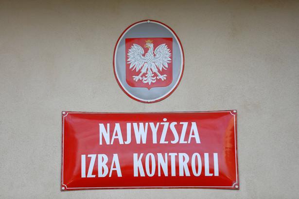 W środę funkcjonariusze CBA przeszukali mieszkania prezesa NIK Mariana Banasia. Weszli też do siedziby NIK