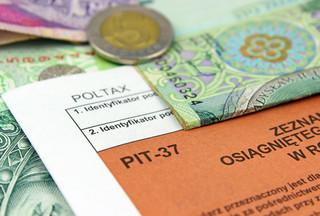 Kiedy można nie płacić podatku od zasiłków i rent z zagranicy