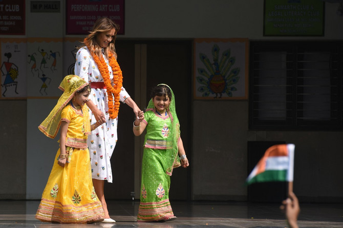 Prva dama Amerike sa đacima  iz Indije
