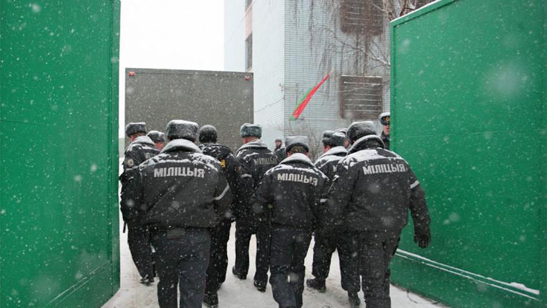 Milicja: Szukamy durniów, którzy mają być mięsem armatnim