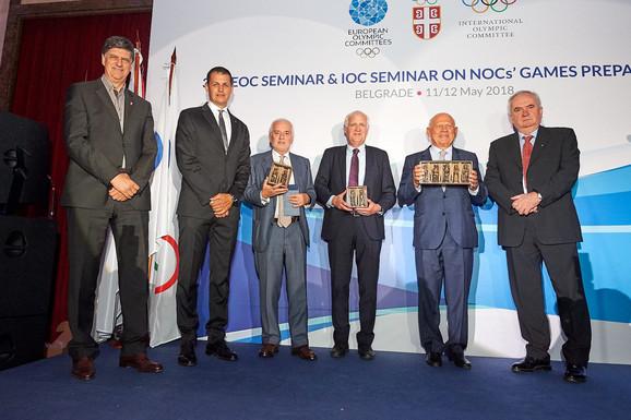 Čelnici Evropskih olimpijskih komiteta i OKS-a na čelu sa Božidarom Maljkovićem (desno na slici)