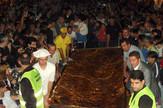 NIS01 Buregdzijada Nis najveci burek na svetu donose na binu arhivska fotografija iz 2011 foto B Janackovic