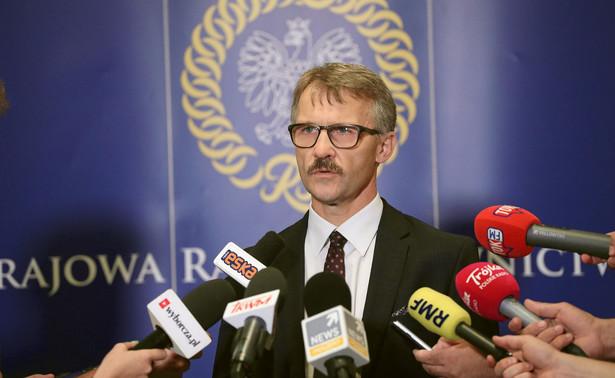 W czwartek w uchwale prezydium KRS wyraziło zaniepokojenie i zażądało wyjaśnień od członków Rady wymienianych w publikacjach portalu. Zdaniem prezydium Rady, niezbędne jest zbadanie wszystkich doniesień medialnych przez organy ścigania i przez właściwego rzecznika dyscyplinarnego sędziów. Na zdjęciu: Leszek Mazur. przewodniczący KRS.