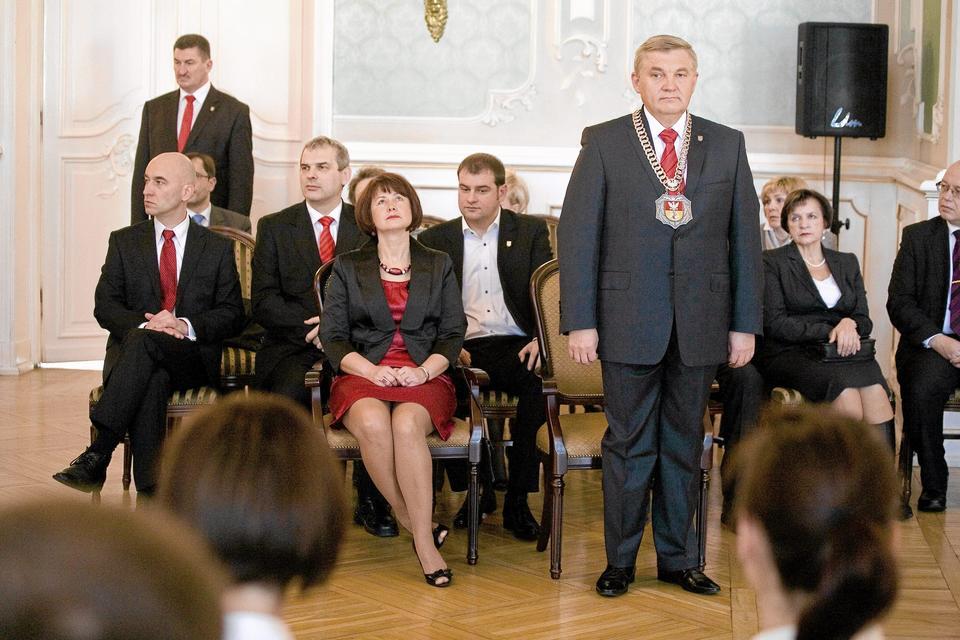 Zobacz, ile zarabiają ludzie władzy w Polsce