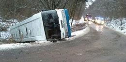 Autobus wpadł do rowu. Ranne dzieci