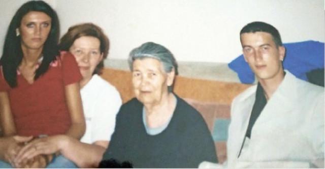 Milja sa ćerkom i unucima