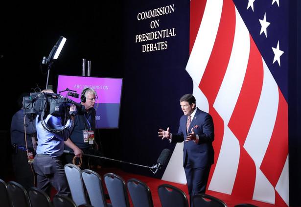 Debatę na Uniwersytecie Hofstra poprowadzi dziennikarz telewizji NBC Lester Holt.