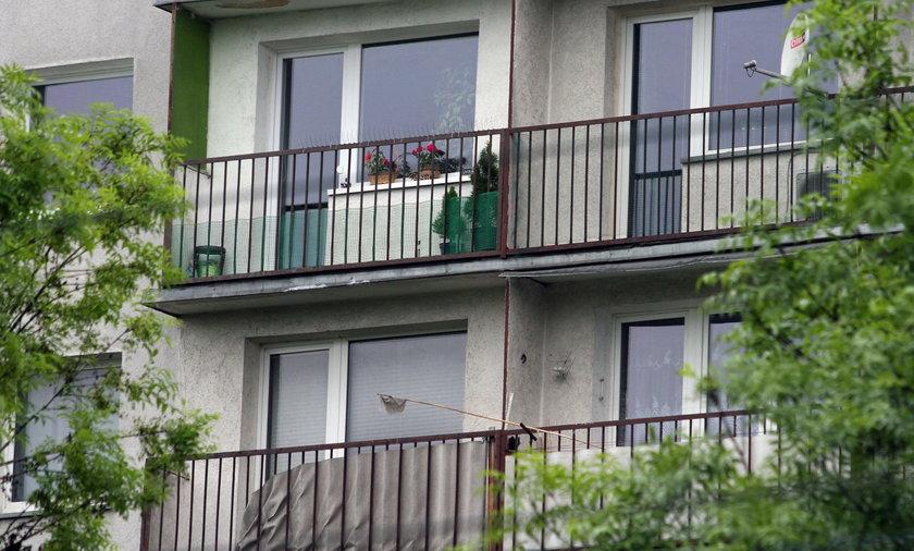 32-latek zrzucił ciężarną żonę z balkonu