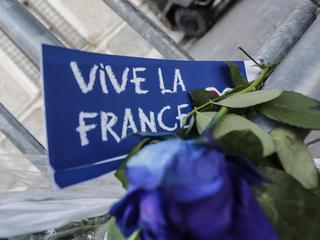 Italian people pay tribute to Nice attack at French Embassy