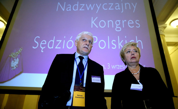 Przewodniczący Krajowej Rady Sądownictwa Dariusz Zawistowski i pierwsza prezes Sądu Najwyższego Małgorzata Gersdorf podczas Nadzwyczajnego Kongresu Sędziów Polskich.