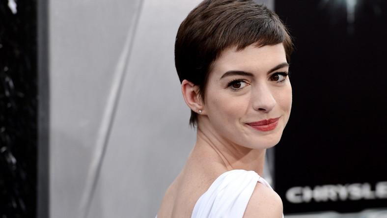 """Anne Hathaway na premierze filmu """"Mroczny Rycerz powstaje"""""""